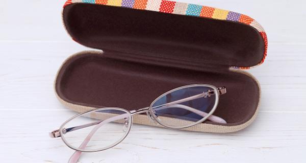 眼鏡とケース