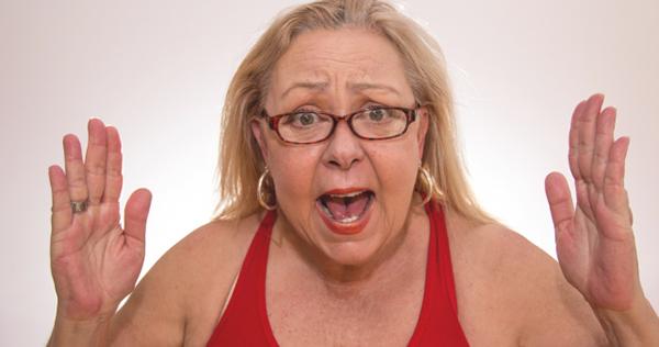 眼鏡をかけた肥満女性