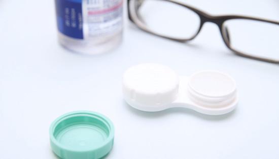 眼鏡とコンタクト